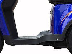 Để chân Xe máy điện 3 bánh có cốp sau với thiết kế rộng rãi